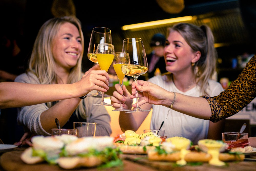 friends enjoying bottomless mimosas in orlando restaurant