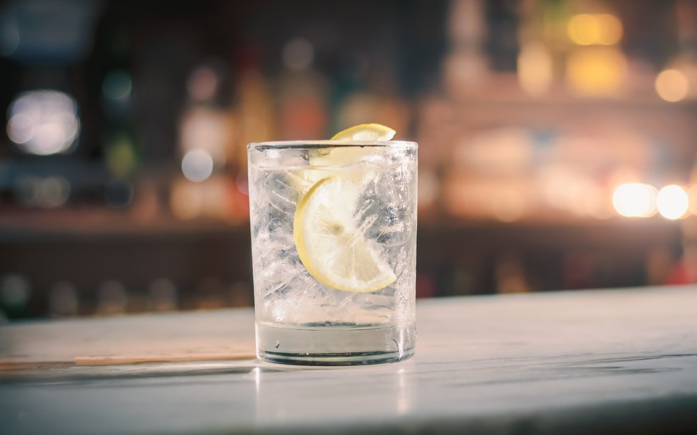 gin and tonic well drink
